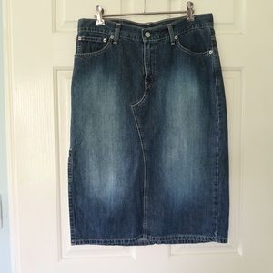 Levi Straus skirt size M blue denim knee length